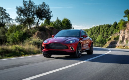 AstonMartin_DBX_Front